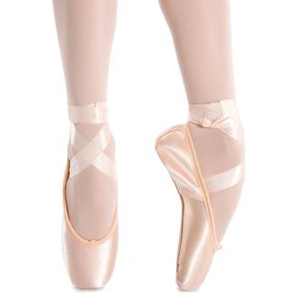 Studio II Pointe Shoe